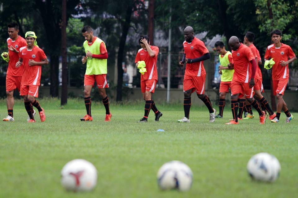 Para pemain Persija menjalani latihan di Lapangan Sutasoma 77, Halim