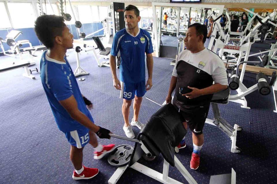 Latihan fisik para pemain Persib