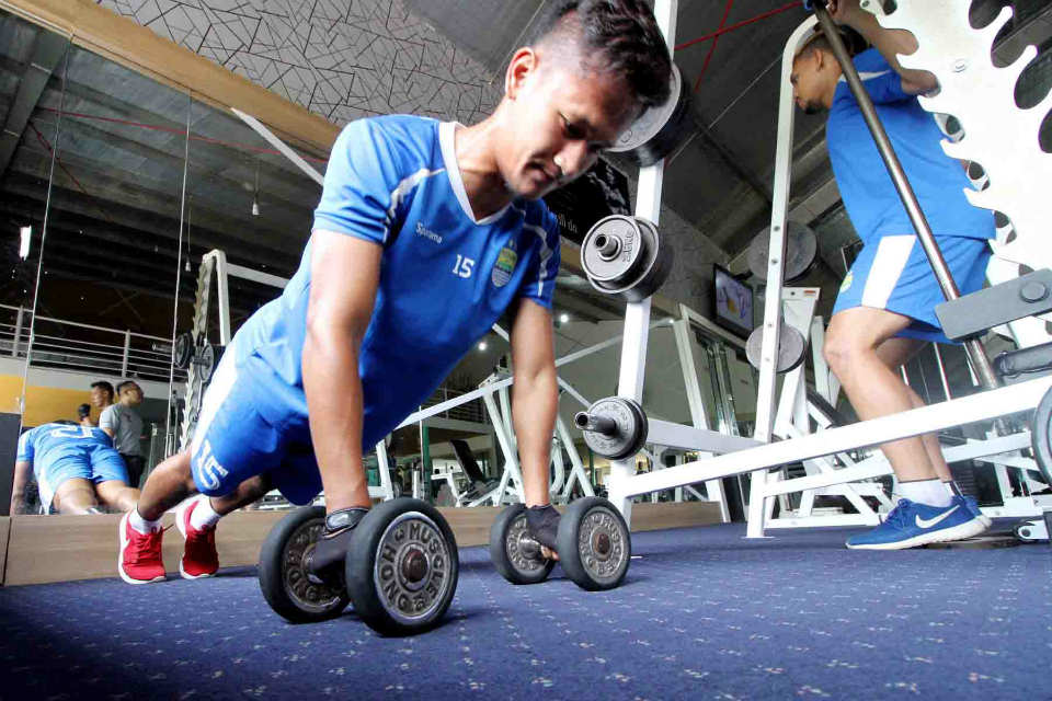 Persib latihan di Rai Fitness Center, Cihampelas